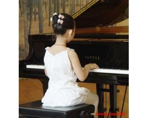 学钢琴真的可以提高孩子