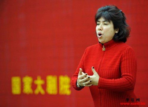 迪里拜尔此次要在歌剧《山村女教师》担任女主角,而这也是她首次在国内演出自己的中国歌剧作品