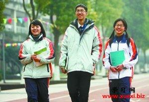 江小巽、姚新伟、殷玫然(从左至右)在一起。      本报记者 徐琦摄
