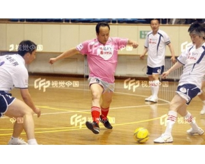 <font color='#0033CC'>罗京和妻子刘继红的甜蜜</font>